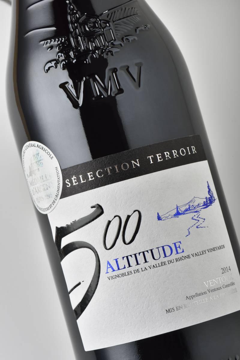 Etiquette de vin avec vernis gonflant sérigraphique